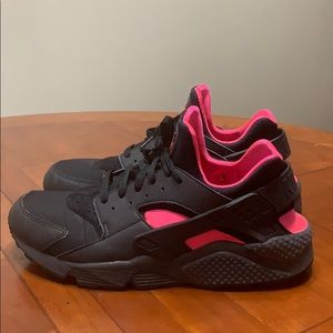 BLACK WITH CORAL COLORED AIR HUARACHES!!!